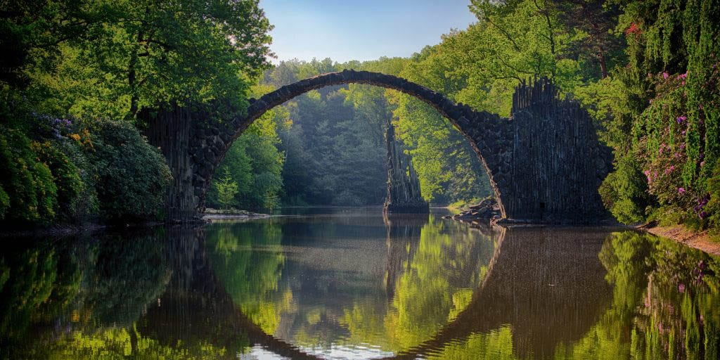 Bridge like an arch